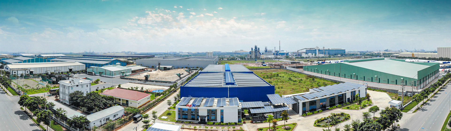 Vietnamese factory produces photovoltaic panels meeting European and American standards.